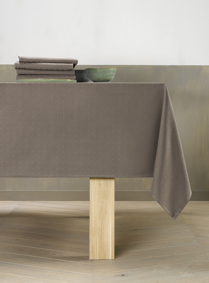 Polycotton table linen