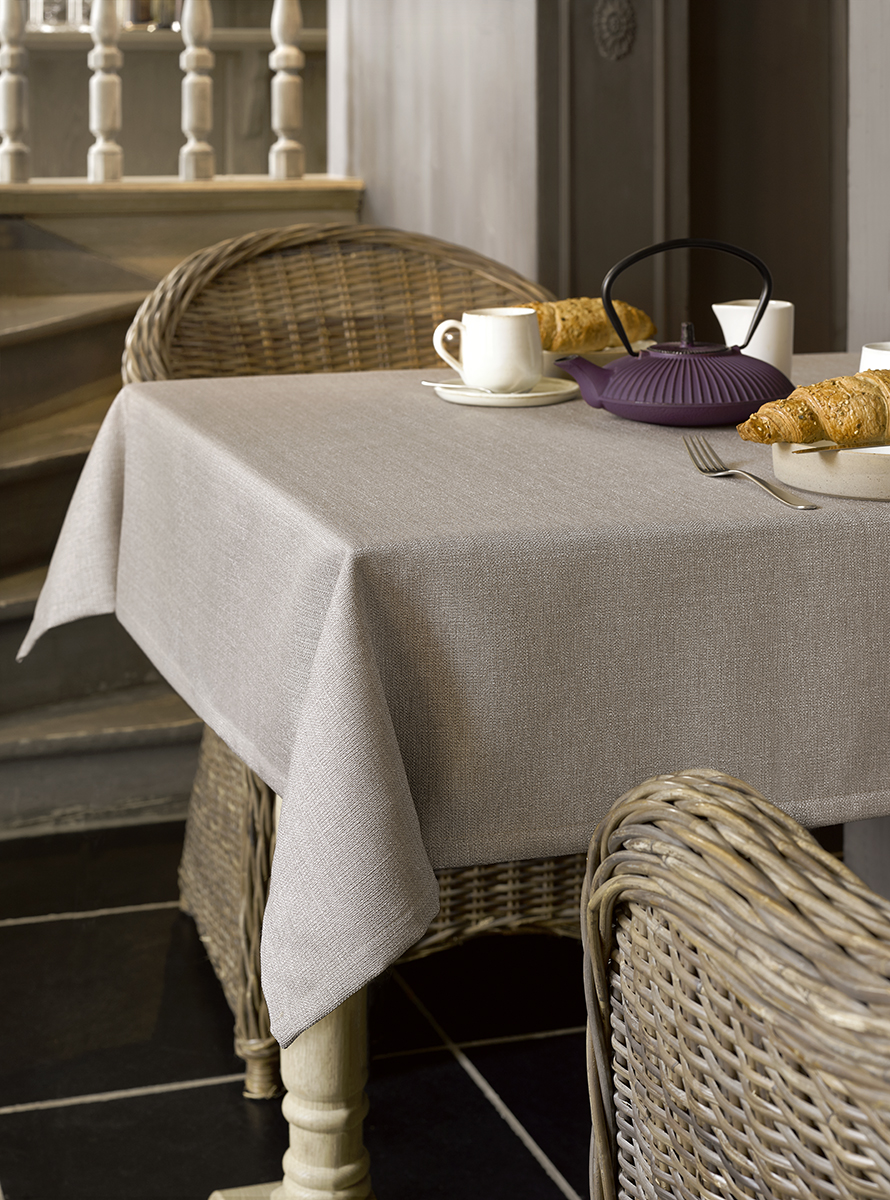 Polyester table linen with flax look